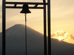 誓いの鐘&富士山.jpg